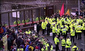 Faslane gates and police