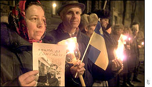 Demonstrators light candles, hold national flags and portraits of missing journalist Georgiy Gongadze
