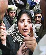 Mehbooba Mufti argues with securitymen