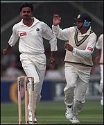 Javagal Srinath takes a wicket