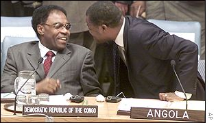 Representatives from Angola and DR Congo talking at the UN