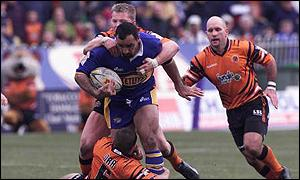 Tonie Carroll breaks through the Castleford defence