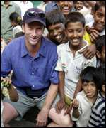 Steve Waugh with street children in Mumbai