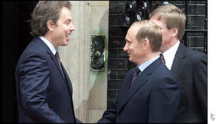 UK Prime Minister Tony Blair welcomes Mr Putin to 10 Downing Street