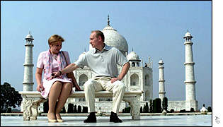 Mr Putin and his wife Ludmyla outside the Taj Mahal