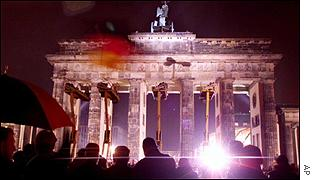 People celebrate 10 years of the fall of the Berlin Wall