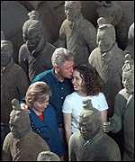 [ image: The Clinton family visited the excavation site of the Terracotta Warriors in Xian]
