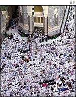 Prayers at al-Haram mosque in Mecca
