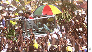 Museveni in vehicle
