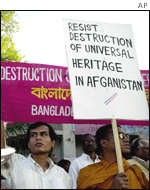 Bangladeshi Buddhists demonstrate against destruction of Afghan Buddhas