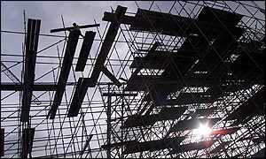 Construction involved the world's biggest free standing scaffold - Apex photos