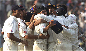 The Indian team celebrates victory at Eden Gardens