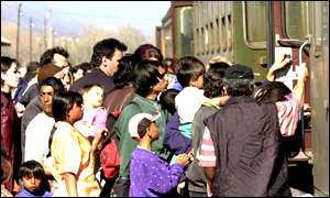 People catch train to go to Skopje
