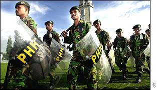 Indonesian soldiers in Aceh