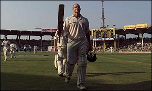 Hayden leaves the field after his century in Chennai