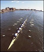 Cambridge pull ahead in the 1994 Race in calm, sunny conditions