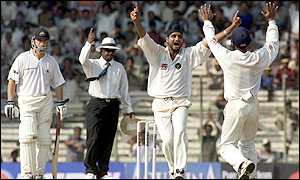 Ricky Ponting fell to Harbhajan Singh too