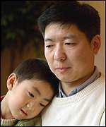 Xue Donghua, Goa's husband, with son