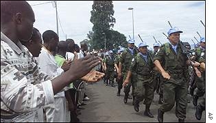 UN troops arrive in Goma to the applause of local people