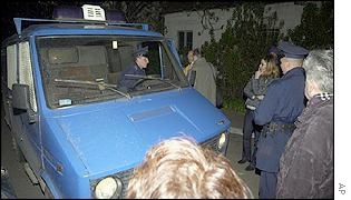 Milosevic supporters block police vehicles