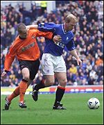 Danny Griffin grapples with Jorg Albertz