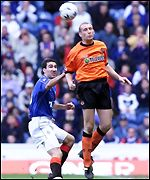 Jim Hamilton beats Tony Vidmar in the air