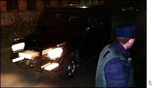 Cars leave Milosevic residence