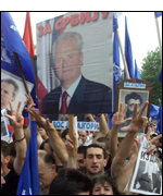 Milosevic supporters demonstrate in Belgrade