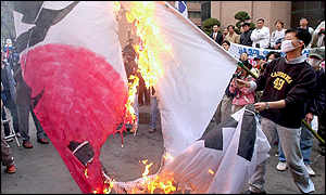 South Korean protesters burn a Japanese flag