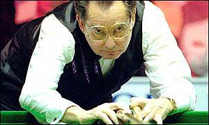 Ray Reardon focuses on his shot