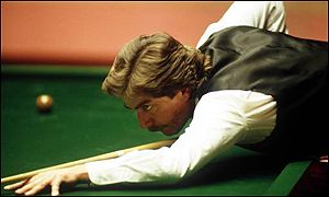 Cliff Thorburn concentrates on the baize
