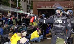 police fire tear gas at protestors in Seattle