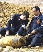 Disposal experts disarm the Lorient bomb