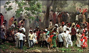 People flee the scene of the bomb blast in a Dhaka park