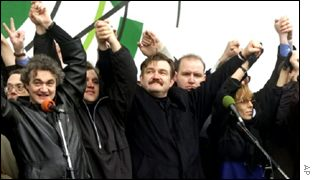 Former NTV director Yevgeny Kiselyov, centre, at a rally in support of NTV