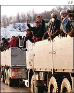 Refugees leave Srebenica