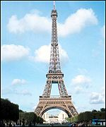 What an Eiffel: Paris runners pass the tower