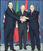 US President George W Bush with the leaders of Canada (centre) and Mexico (left)