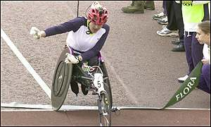 Tanni Grey-Thompson wins the women's event