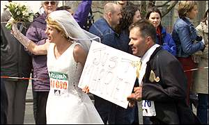 Newlyweds run by the Embankment