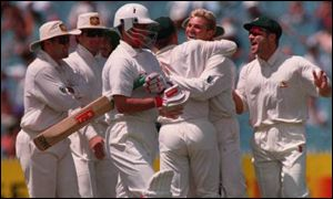 Warne was chief tormentor again in Melbourne as Australia went 2-0 ahead