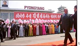 Swedish Prime Minister Goran Persson arrives in Pyongyang, North Korea