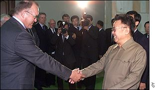 Swedish Prime Minister Goran Persson shakes hands with North Korean leader King Jung-il