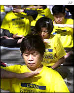 Falun Gong members demonstrate outside the UN headquarters