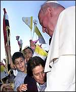 Christian Syrians greet Pope John Paul II on his arrival in Damascus