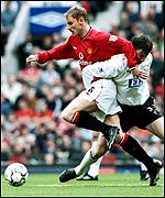 Man Utd's Nicky Butt tangles with Derby's Rory Delap