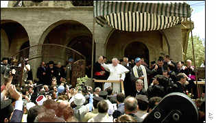 Pope waves from the steps of Quneitra's church