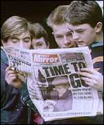 Boys reading the Daily Mirror