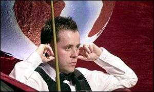 John Higgins can only watch as O'Sullivan claims another frame