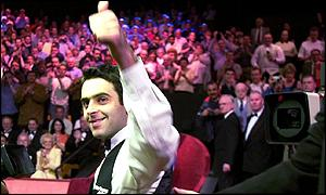 Ronnie O' Sullivan gives a thumbs up to the crowd